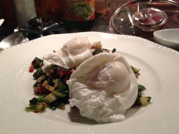 Verloren Eier mit Mangold