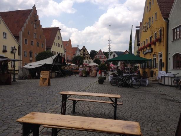 Über den Berchinger Festplatz
